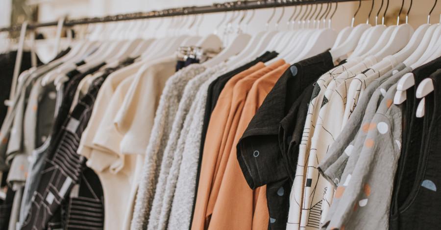 Ležérne dámske oblečenie, v ktorom sa budete cítiť pohodlne a zároveň štýlovo