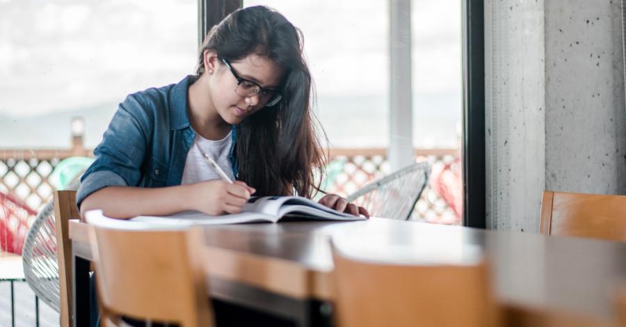 Poradíme vám, ako napísať dobrú záverečnú prácu